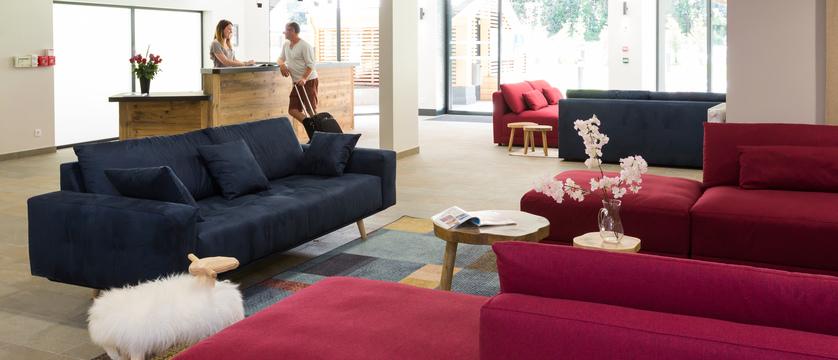 france_chamonix_residence-isatis_reception-lobby.jpg